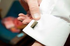 Smokingowej koszula cufflinks w kostiumu Obraz Stock