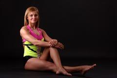 smokingowej sprawności fizycznej gimnastyczna kobieta zdjęcie stock