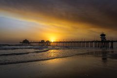 Smoky skies over Huntington Beach pier Royalty Free Stock Images