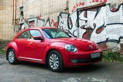 Smolensk, Rússia - 28 de maio de 2017: Volkswagen vermelho bonito novo seja foto de stock