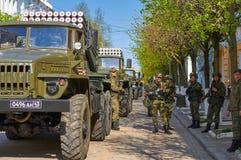 SMOLENSK, RUSSIA - 3 MAGGIO 2018: Attrezzatura militare davanti a Fotografie Stock