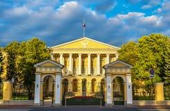 Smolny Institute, un édifice de Palladian à St Petersburg images libres de droits