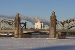 Smolnykathedraal in de brug van groeperingsbolsheokhtinsky St Petersburg Rusland Stock Afbeeldingen