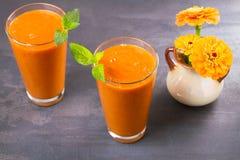 Smoothie абрикоса на серой предпосылке Стоковая Фотография RF
