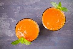 Smoothie абрикоса на серой предпосылке Стоковые Фото
