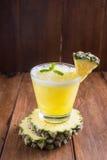Smoothie ананаса на деревянной предпосылке Стоковое Изображение