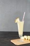 Smoothie ананаса на древесине Стоковое Фото