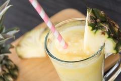 Smoothie ананаса на древесине Стоковое фото RF
