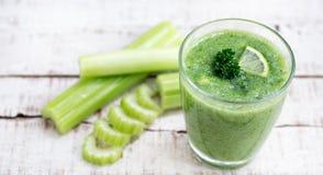 Smoothie зеленой известки сельдерея здоровый Стоковое Изображение