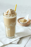 Smoothie кофе и карамельки Стоковая Фотография