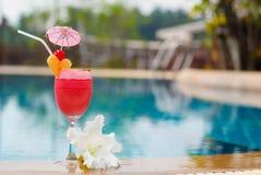 Smoothie клубники в стекле коктеиля Стоковое Изображение