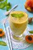 Smoothie персика и абрикоса Стоковое Фото