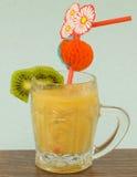 Smoothie плодоовощ банана, апельсина, кивиа и tangerine Стоковое Изображение