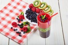 Smoothie ягоды лето коктеила свежее Стоковые Изображения