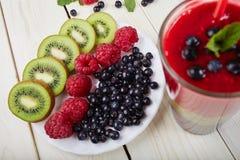 Smoothie ягоды лето коктеила свежее Стоковые Фотографии RF