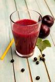 Smoothie antioxidante con las frutas y verduras para el detox fotografía de archivo libre de regalías