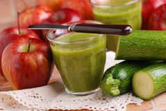 Smoothie apple and zucchini Royalty Free Stock Photos