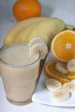 Smoothie av bananen, orange fruktsaft, fryst hav-buckthorn med y Fotografering för Bildbyråer