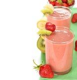 Smoothie av jordgubbar och kiwin Royaltyfria Foton