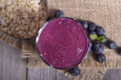 Smoothie with blueberries and oatmeal Royalty Free Stock Photos