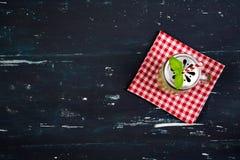 Smoothie con el kiwi y la espinaca Visión superior Fondo del alimento Fotos de archivo libres de regalías