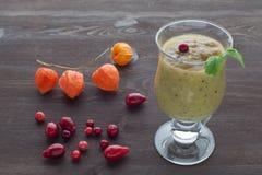 Smoothie con la frutta fresca Fotografia Stock Libera da Diritti