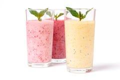 Smoothie con le bacche ed il yogurt Immagine Stock