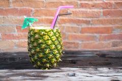Smoothie d'ananas avec l'ananas frais Photographie stock libre de droits