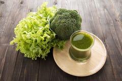 Smoothie de brocoli avec le légume frais Photographie stock libre de droits