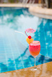 Smoothie de fraise en verre de cocktail Images stock