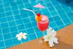 Smoothie de fraise en verre de cocktail Photo libre de droits