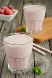 Smoothie de fraise et de banane avec la farine d'avoine Images stock