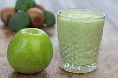 Smoothie de fruits et légumes Photos stock