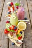 Smoothie de gelée et de fruit Festin sain d'été photographie stock