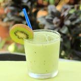 Smoothie de kiwi Photo libre de droits