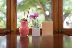 Smoothie de la fresa en tarro Imagen de archivo