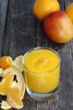 Smoothie de la naranja y del mango Imagen de archivo libre de regalías