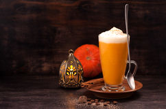 Smoothie de latte de potiron images stock