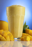 Smoothie de mangue Photographie stock libre de droits
