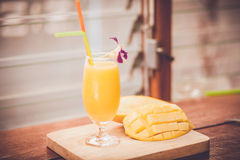 Smoothie de mangue Images stock