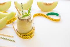 Smoothie de melon dans un pot et un centimètre Photos libres de droits