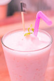Smoothie de yaourt de fraise Photographie stock libre de droits