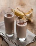Smoothie del chocolate y del plátano (batido de leche) Foto de archivo