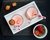 Smoothie del hielo de la fresa del verano fotos de archivo
