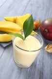 Smoothie del mango Fotografía de archivo