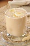 Smoothie del plátano de la mantequilla de cacahuete fotografía de archivo