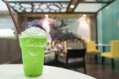 Smoothie del té verde con crema azotada Fotografía de archivo libre de regalías