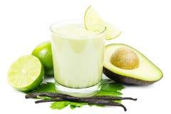 Smoothie do abacate no branco imagens de stock
