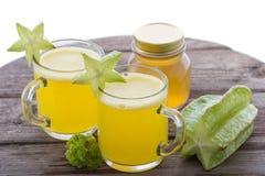 Smoothie för blandning för stjärnafrukt och honung Arkivfoton
