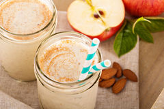 Smoothie för kanel för Apple banan Royaltyfri Bild